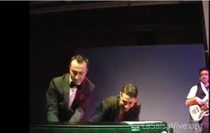 Frankie suona il Fender Rhodes durante il concerto della Charanga Moderna