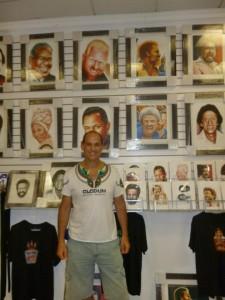 In un negozio di dischi del Viejo San Juan dove vendono i poster delle icone della salsa