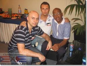 Roberto Roena con Max e Tommy de LaSalsaVive durante il concerto del festival Latino Americando