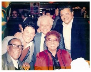 Mario Bauzá, Joey Pastrana, Tito Puente e Graciela. Foto di Joey Pastrana - ceduta a Herencia Latina