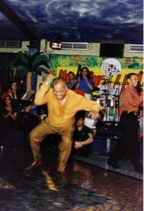 1996: Papito Jala Jala durante una sua esibizione al Meeting Latino di Roma. Prima tournèe di un gruppo portoricano in Italia