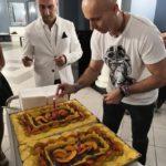 Il taglio della torta al 16 anniversario LaSalsaVive